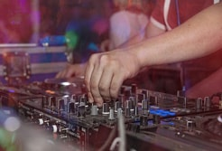 音楽業界の衰退についての記事のアイキャッチ画像