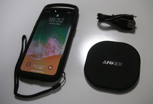 Anker Powerport Wireless 10 とiPhone Xとの大きさ比較