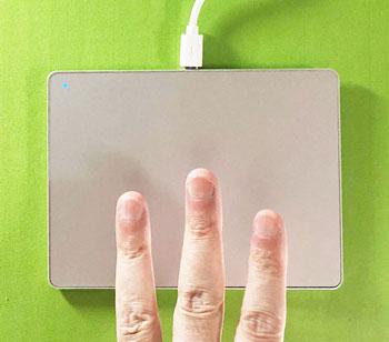 3本指のジェスチャー